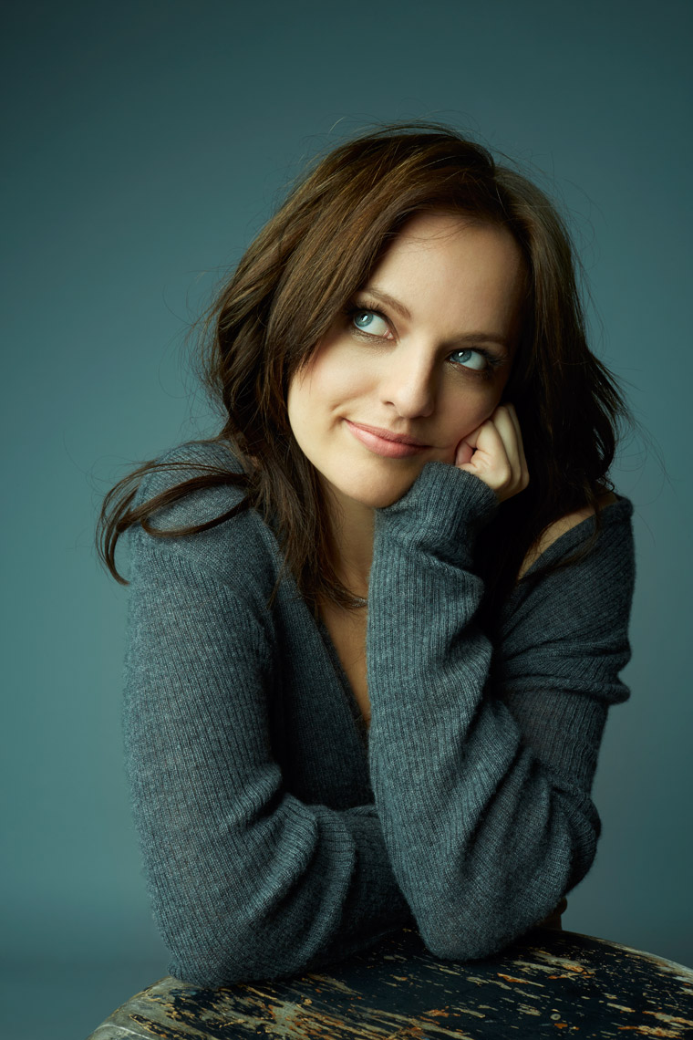 Sharp_Elisabeth_Moss_S2_0599_work2